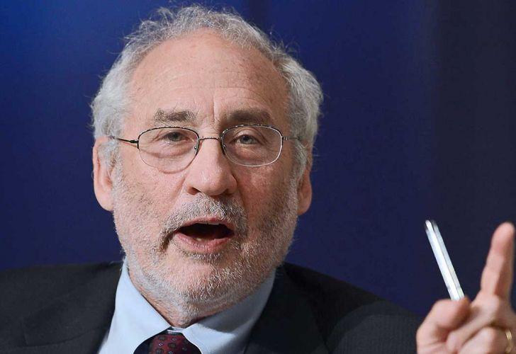 Joseph Stiglitz insinuó que el Gobierno aplicará una quita de deuda