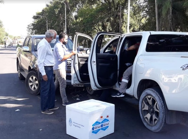 El ministro de Salud de Corrientes chocó: tenía vacunas en su camioneta