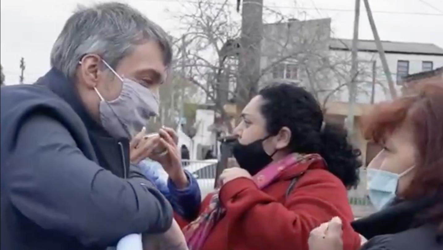 Se viralizó el video de Cristina sorprendiendo a una vecina de Solano con  una llamada telefónica - Informe Político