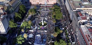 Día de la lealtad: Militancia y organizaciones sociales coparon la Plaza de Mayo